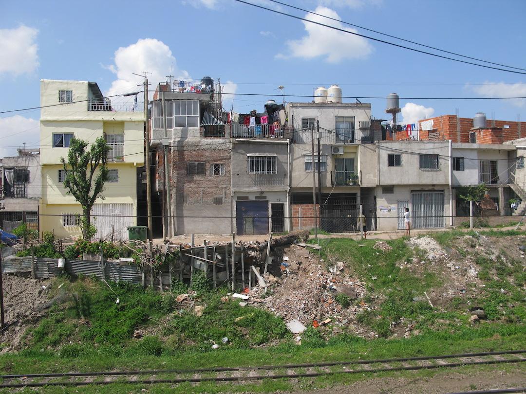 Buenos Aires — Vidas Humanas en Riesgo por Fallas en el Derecho a la Vivienda